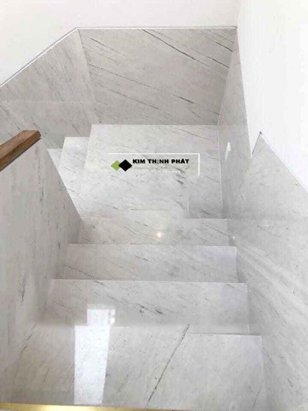 + Giá thi công cầu thang đá trắng Polaris trong khoảng 2.100.000 đ/m2 trở lên