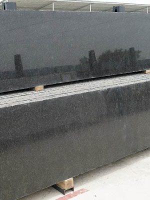 Đơn vị chuyên bán đá và lắp đặt công trình đá đen ngọc trai