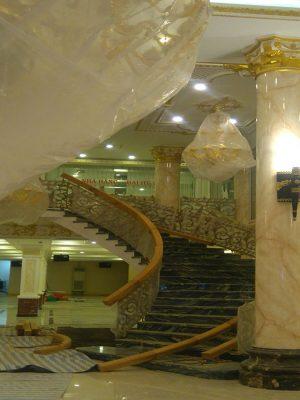 một số mẫu đá cẩm thạch - đá marble màu vàng cũng hay được sử dụng ốp cột tạo cho không gian sang trọng