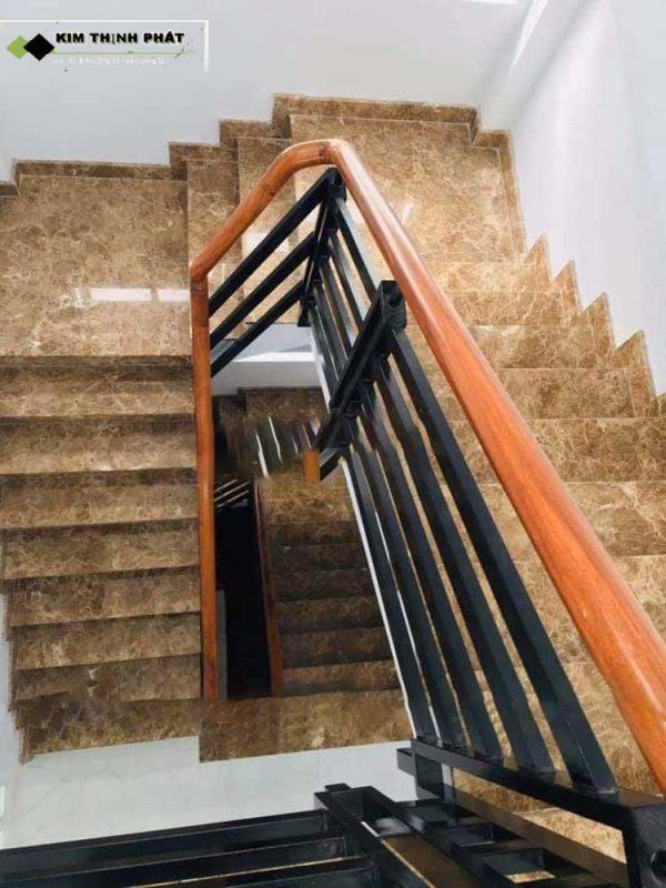 + Giá thi công cầu thang đá nâu tây ban nha trong khoảng 1.250.000 đ/m2 trở lên