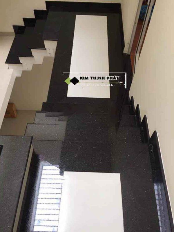 mẫu cầu thang đá đen kim sa trung