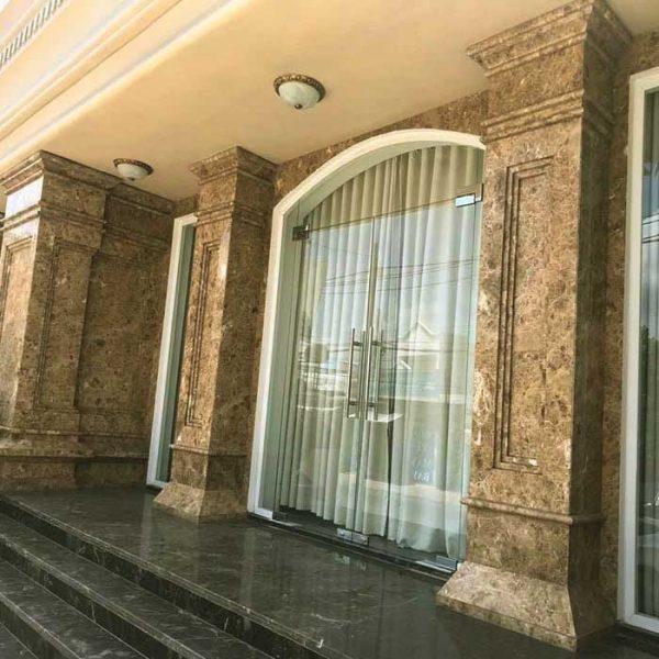 Đơn vị chúng tôi nhận thi công lắp đặt trọn gói công trình đá ốp cột màu vàng tròn vuông trên toàn quốc cho biệt thự, khách sạn, nhà phố, trung tâm thương mại ky thuật đẳng cấp nhất