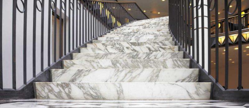 Cầu thang đá tự nhiên màu trắng