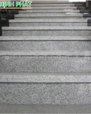 Mẫu cầu thang đá trắng suối lau