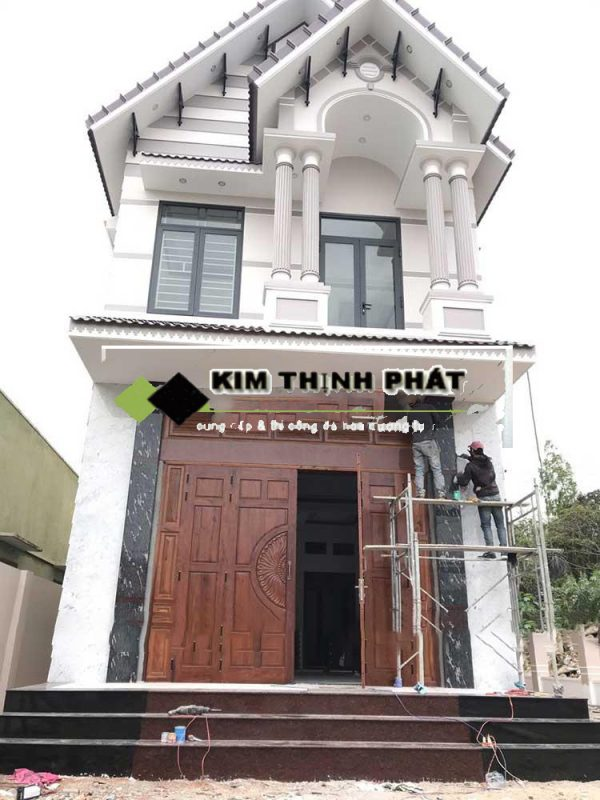 cột vuông ốp cột nhà bằng đá đen cá