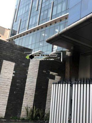 cột đá hoa cương đen cá ốp cột chống trụ khách sạn