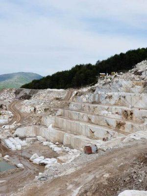 khai thác Đá Trắng Volakas tại mỏ đá Hy Lạp