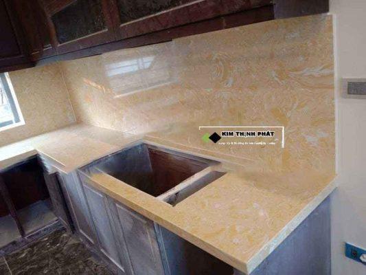 bàn bếp đá vàng moka