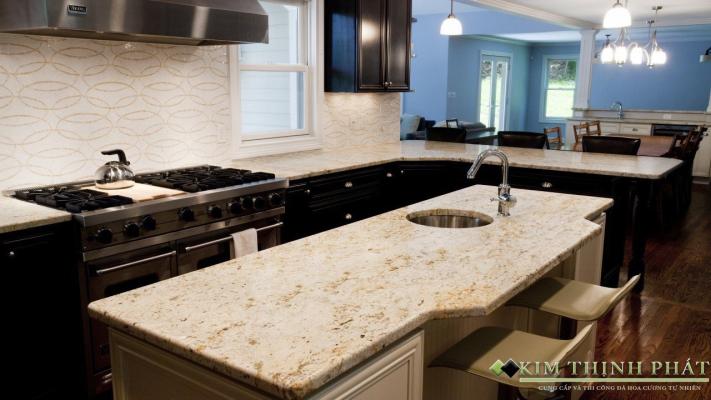 mẫu ốp bếp sang trọng với đá Granite tự nhiên